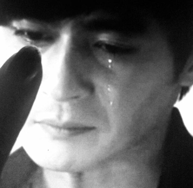 男生哭泣难过眼泪手绘